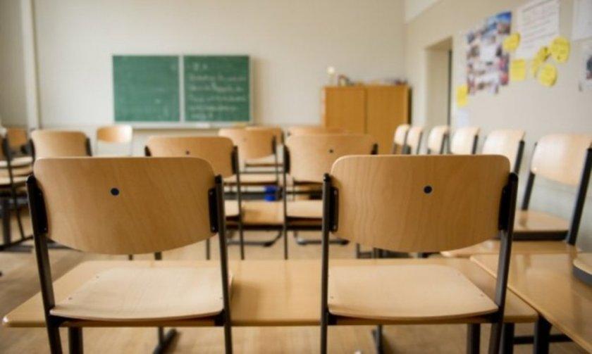 Учителка удари с чин дете в час