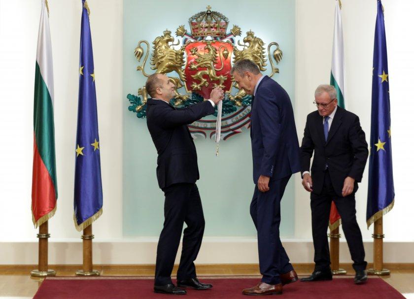 Шестима видни българи наградени от президента