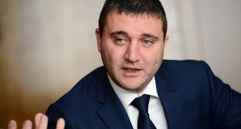 """Горанов коригира броя на """"богаташите"""" в България"""