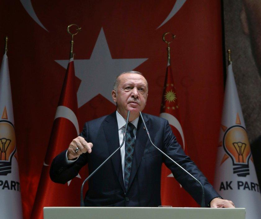 Турският президент иска да говори само с Тръмп