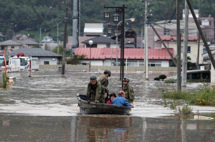 100 000 японски семейства са без вода 6 дена след Хагибис