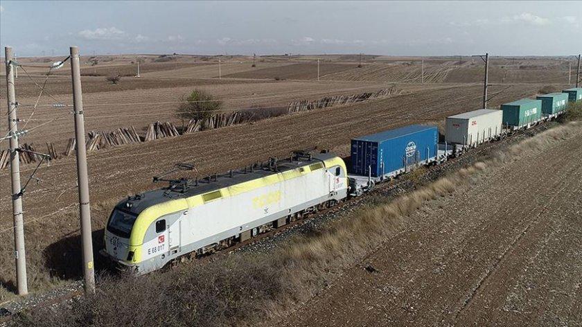 Китайски влак с 42 вагона електроника преминава през България