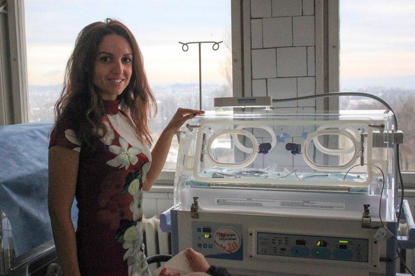 Млада писателка дарява апаратура за недоносени бебета