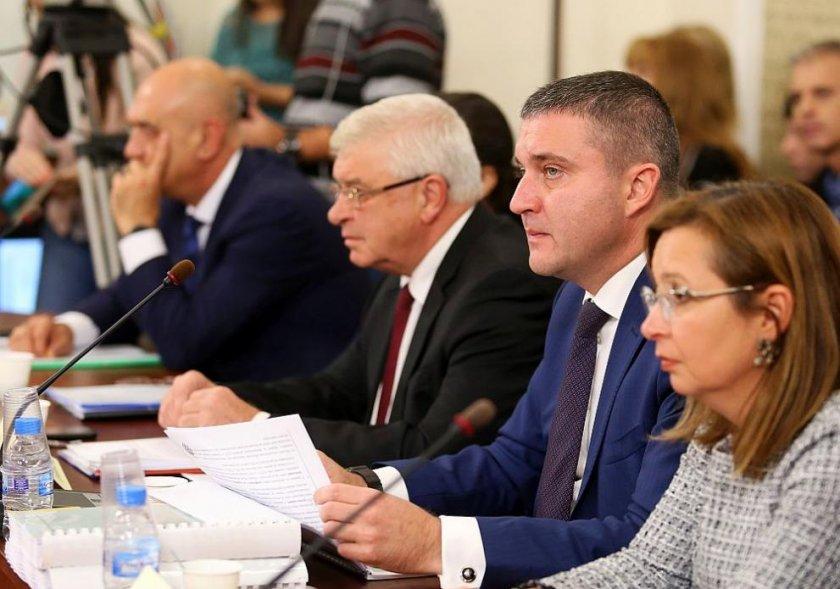Приеха бюджета на НЗОК в здравната и финансовата комисии