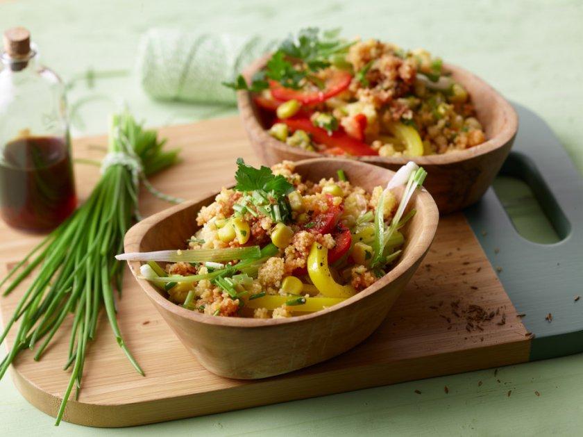 Кускус салата с чушки и царевица