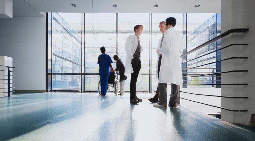 Медсестра пред Lupa.bg: Лекарите си разменят пари за прегледи