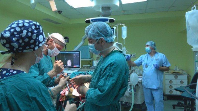 Уникална операция: Лекари спасиха пациент с мозъчен тумор над 1 кг.