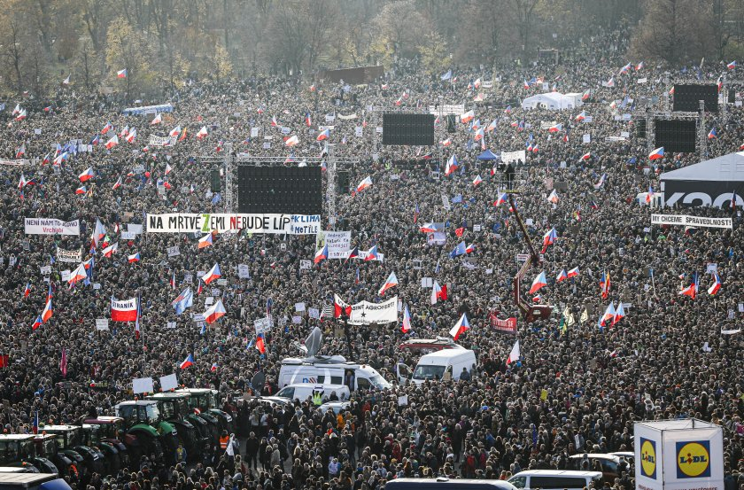 200 000 протестират срещу Бабиш в Прага