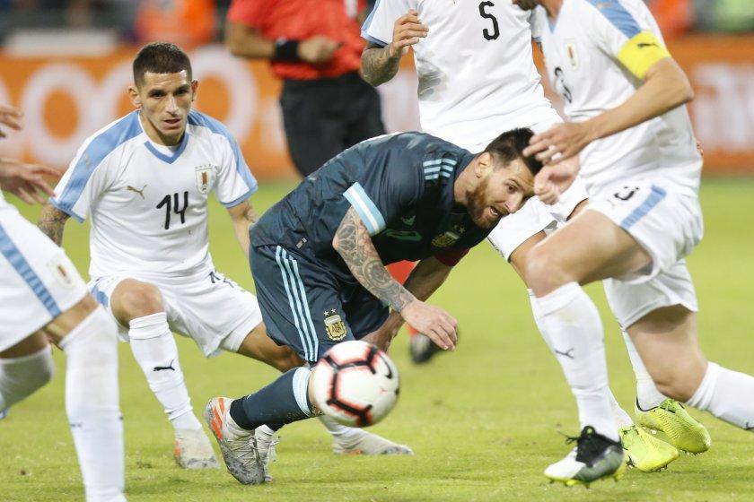 Дузпа на Меси измъкна Аржентина в класиката с Уругвай