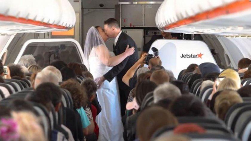 Двойка се венча в самолет между Австралия и Нова Зеландия