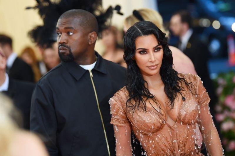 Ким Кардашиян спира с голите снимки