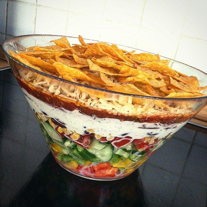 Такос салата със зеленчуци, боб и царевица