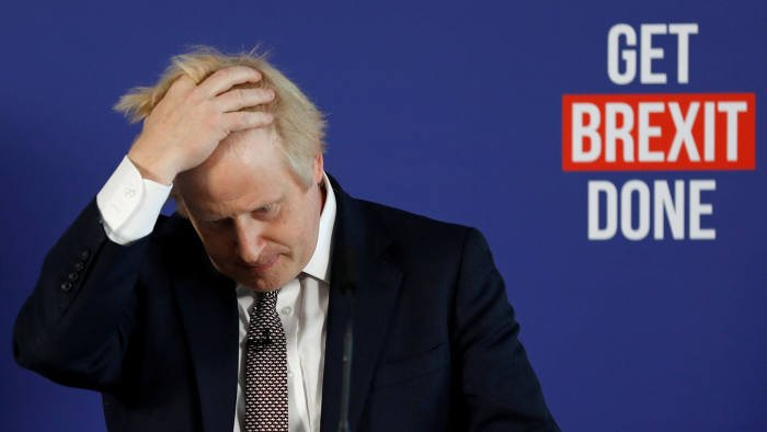 Джонсън губи подкрепа, но остава с мнозинство