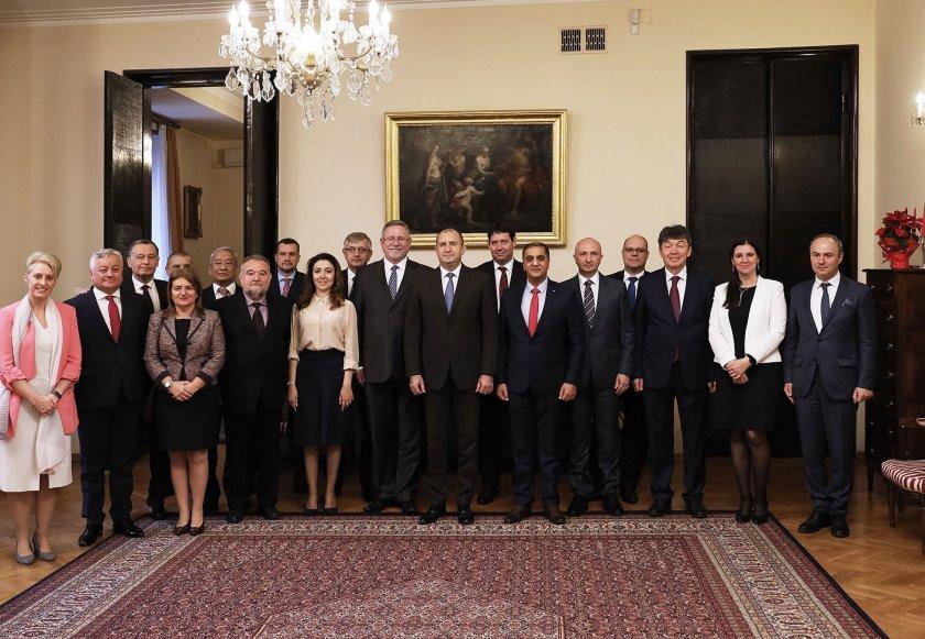 Радев се срещна с посланиците, говорещи български език