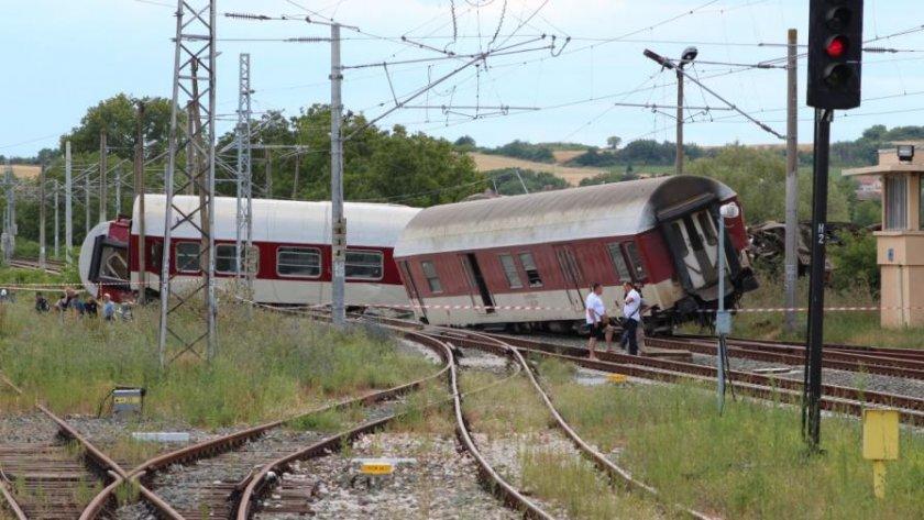 Извънредно! Влак дерайлира пред Кърджали