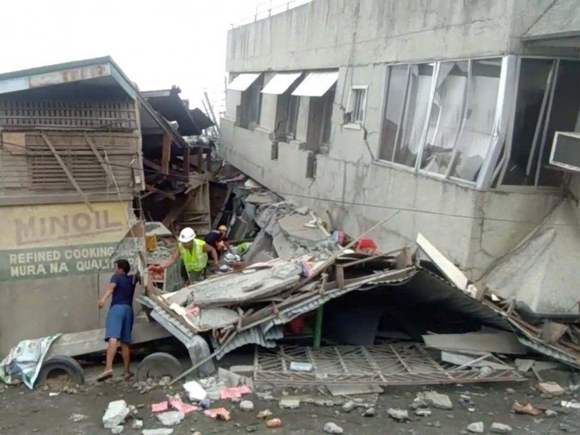 Дете загина, над 10 ранени при мощен трус във Филипините