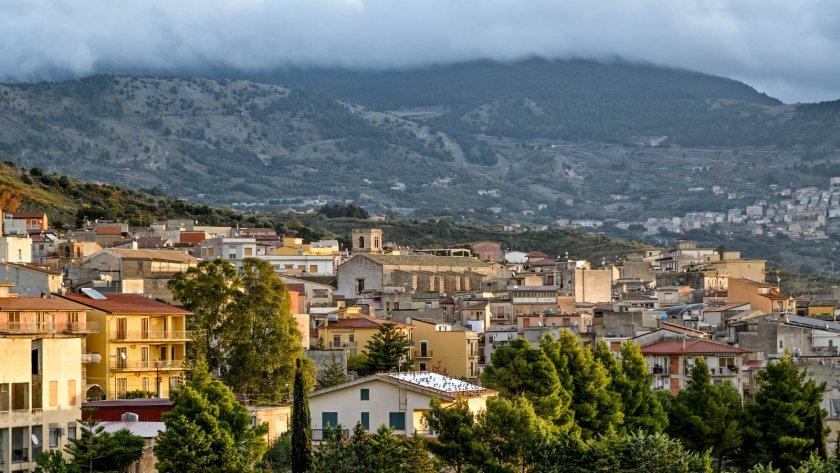 Градче в Италия продава къщи само за 1 долар
