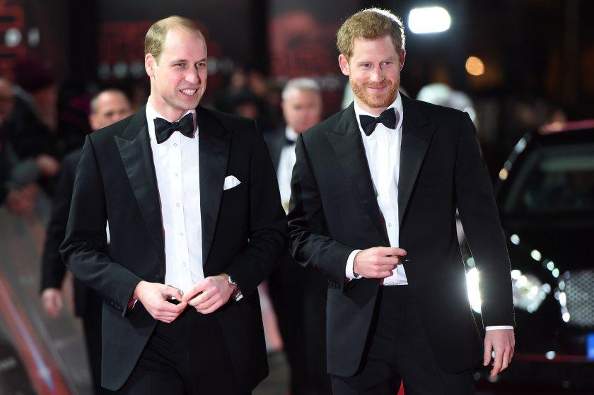 Принц Уилям тъжи: Повече няма да прегърна брат си Хари (СНИМКИ)