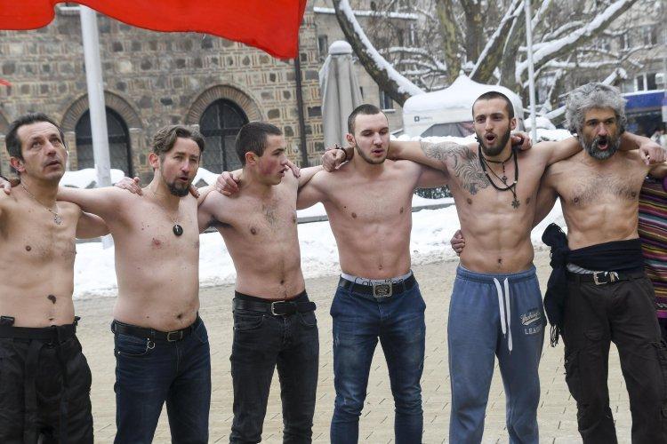 Леденото хоро – гей парадът на селските мачовци
