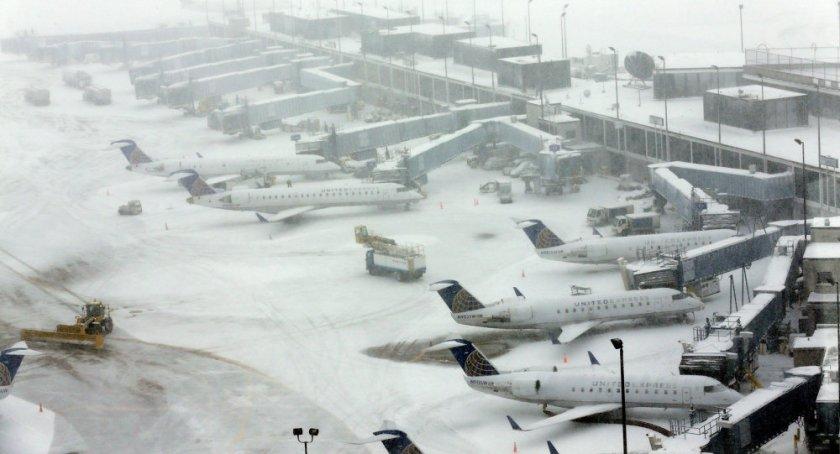 Лошото време в Чикаго отмени близо 700 полета