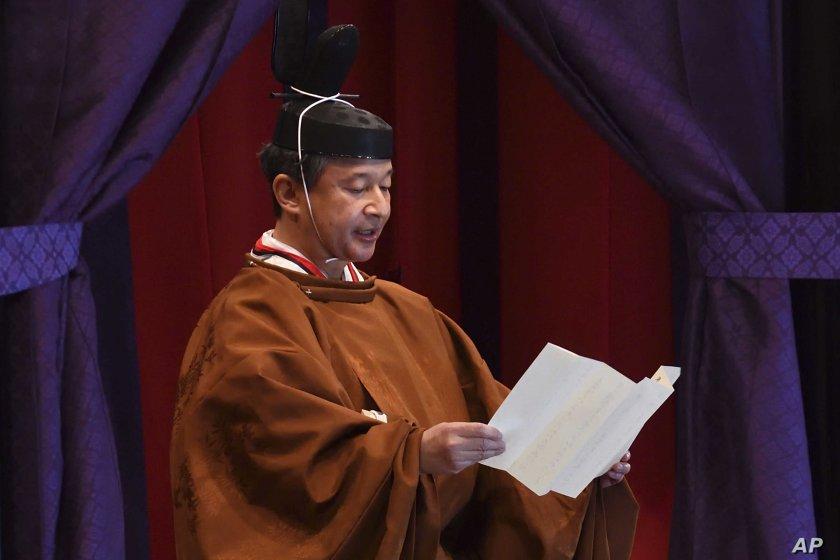 Японският император ще посети британската кралица