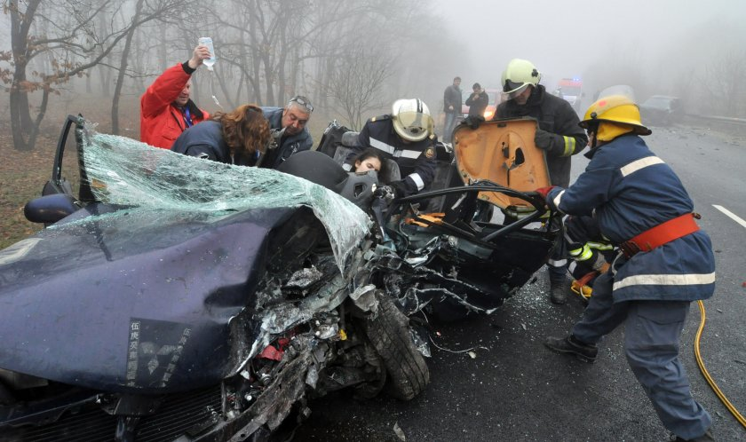 Кръв на пътя: Двама загинаха при ПТП край Русе