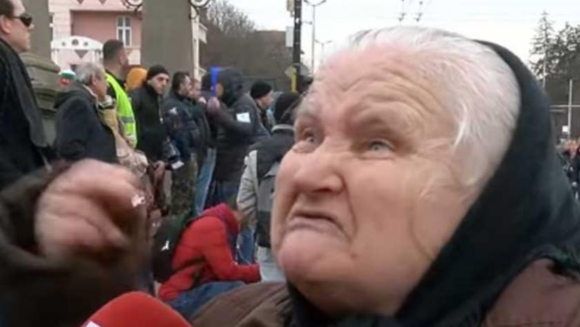 73-годишната Баба Стойна: 6-има полицаи дойдоха да ме плашат!