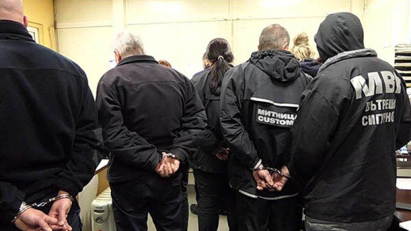 7 калотински митничари остават в ареста