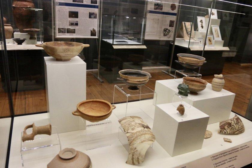 """Откриха изложба с археологически находки, намерени при строителството на """"Хемус"""" (ГАЛЕРИЯ)"""