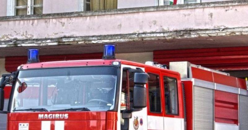 Огромен пожар до ЖП гарата във Варна, няма пострадали