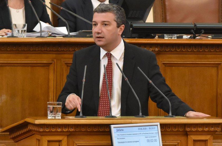 БСП отговори на ГЕРБ: Президентът има право да води шествие на граждани