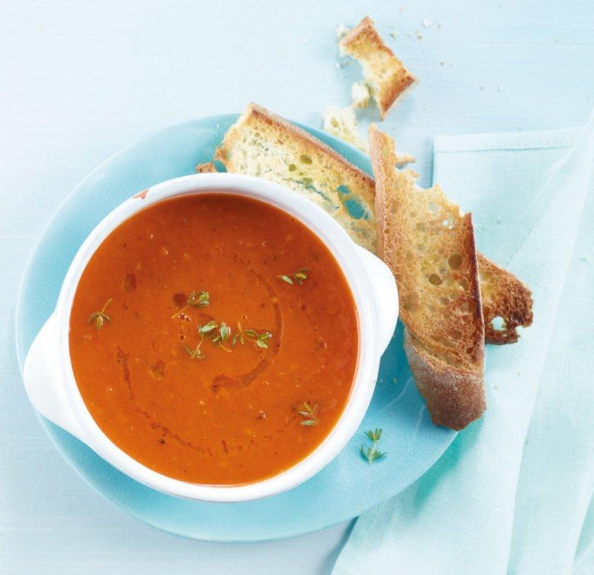 Доматена супа със зърна кориандър