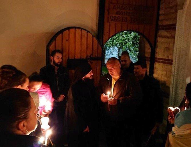 Бойко, затвори църквите за Великден!