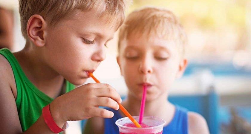Няма връзка между напитките със захар и затлъстяването при децата