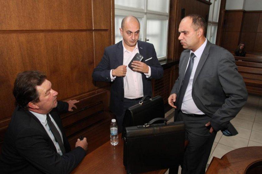 Адвокатът на Цветан Василев остава в килията
