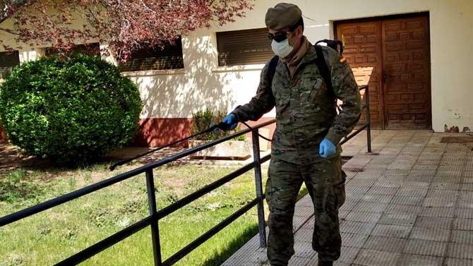 Испанската армия дезинфектира срещу коронавируса