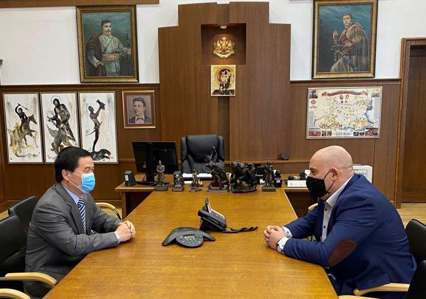 Иван Гешев обсъди COVID-19 с посланика на Китай