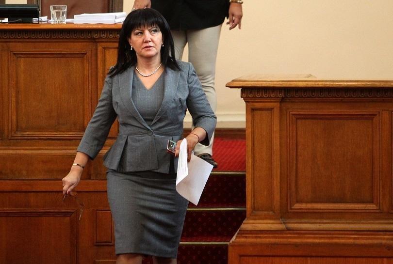 Караянчева свиква парламента за актуализацията на бюджета