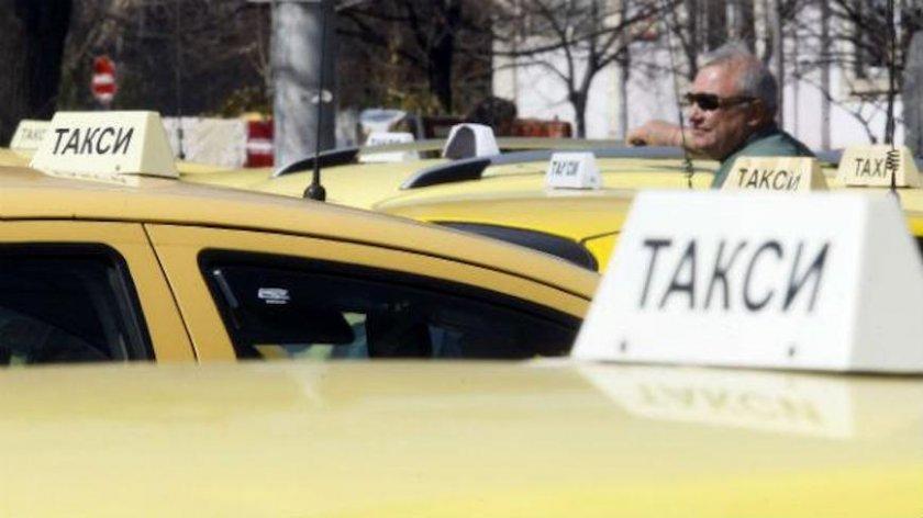 Няма клиенти: Такситата в Ямбол масово спират работа