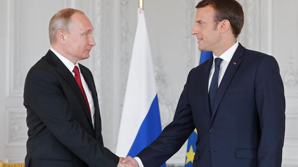 Путин и Макрон обсъдиха епидемията