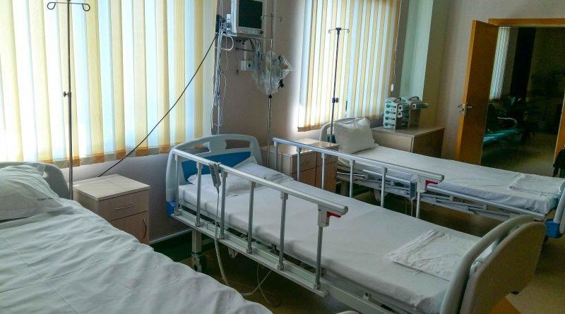 140-грамов уред следи от разстояние болни от COVID-19