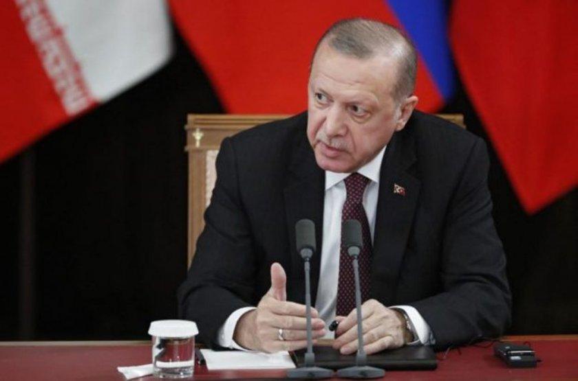 За пример! Ердоган дарява 7 заплати за борба с коронавируса