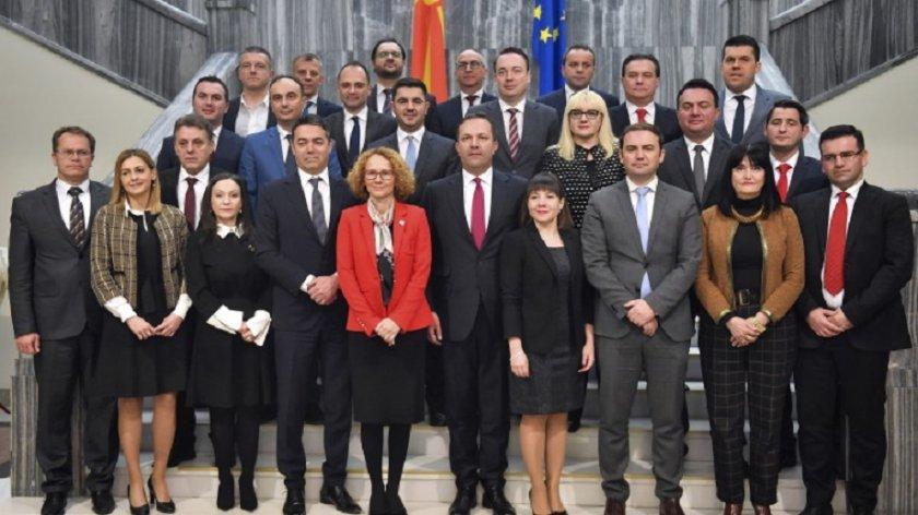 Властта в Северна Македония – на минимална заплата