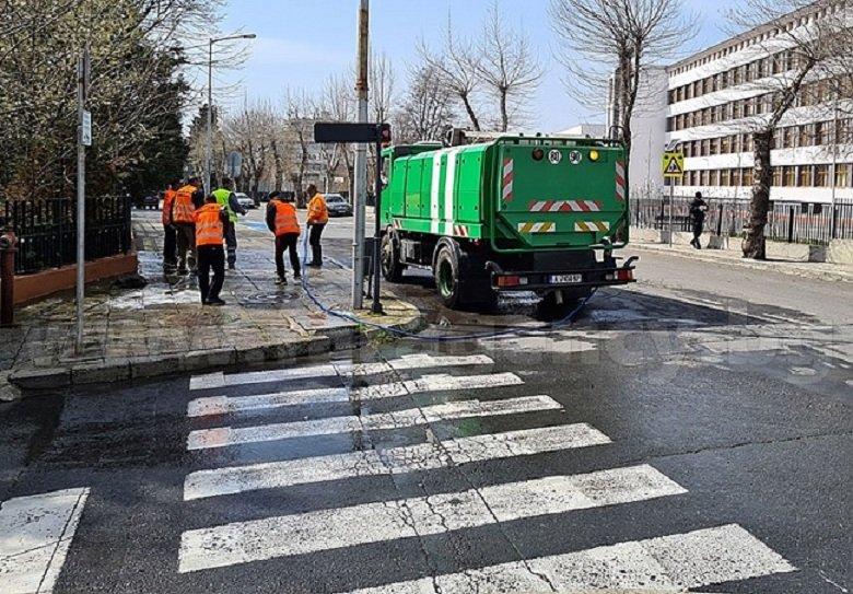 Постижение: Дезинфекцираха най-дългата улица в Несебър