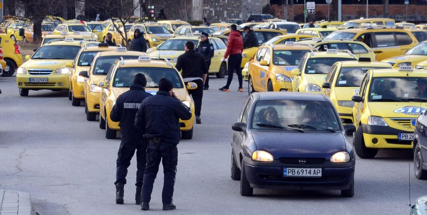 Само в Lupa.bg: Таксиметровите шофьори излизат на бунт