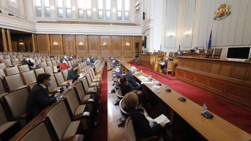 Депутатите отмениха великденската си ваканция