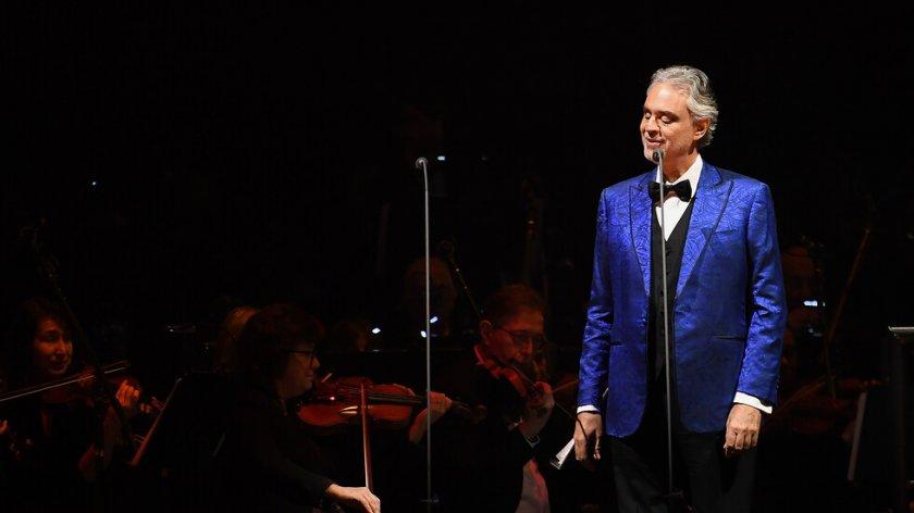 Андреа Бочели пее в Миланската скала за Великден