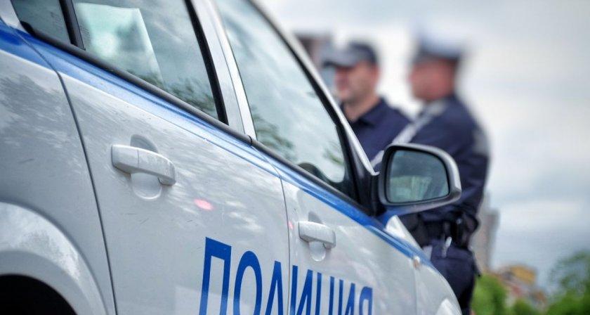 Плейбои: Полицаи свалят мацки, проверени на КПП-тата