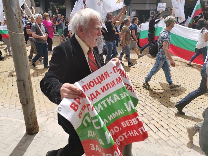 """Копейкин, гнидо съветска, как не те е грях да пускаш """"Шуми Марица""""?"""