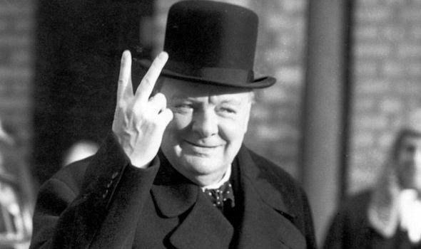 Уинстън Чърчил след победата в Битката за Египет на 10.11.1942 г.